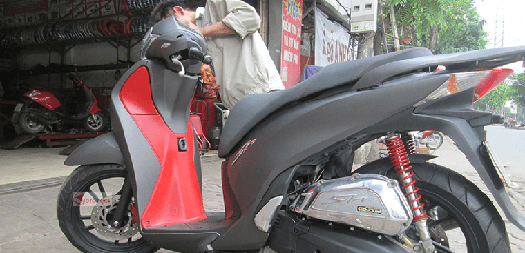 Phủ nano xe máy là gì? Xe phủ nano có cần dán keo?